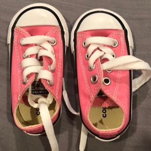 Brand new pink converse with out the box